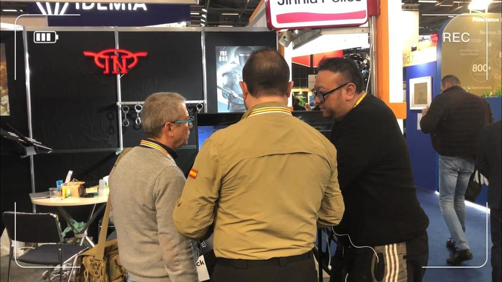 The conversation with visitor in 2019 France MILIPOL Police Gear Exhibition